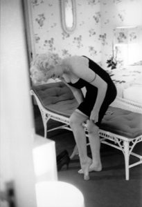 Marilyn Adjusts Her Stockings