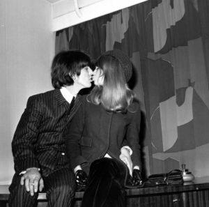George And Patti Kiss