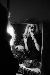 Liz Taylor Portrait Session In Blonde Wig